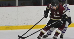 Men's hockey lose lead and fall to Mustangs