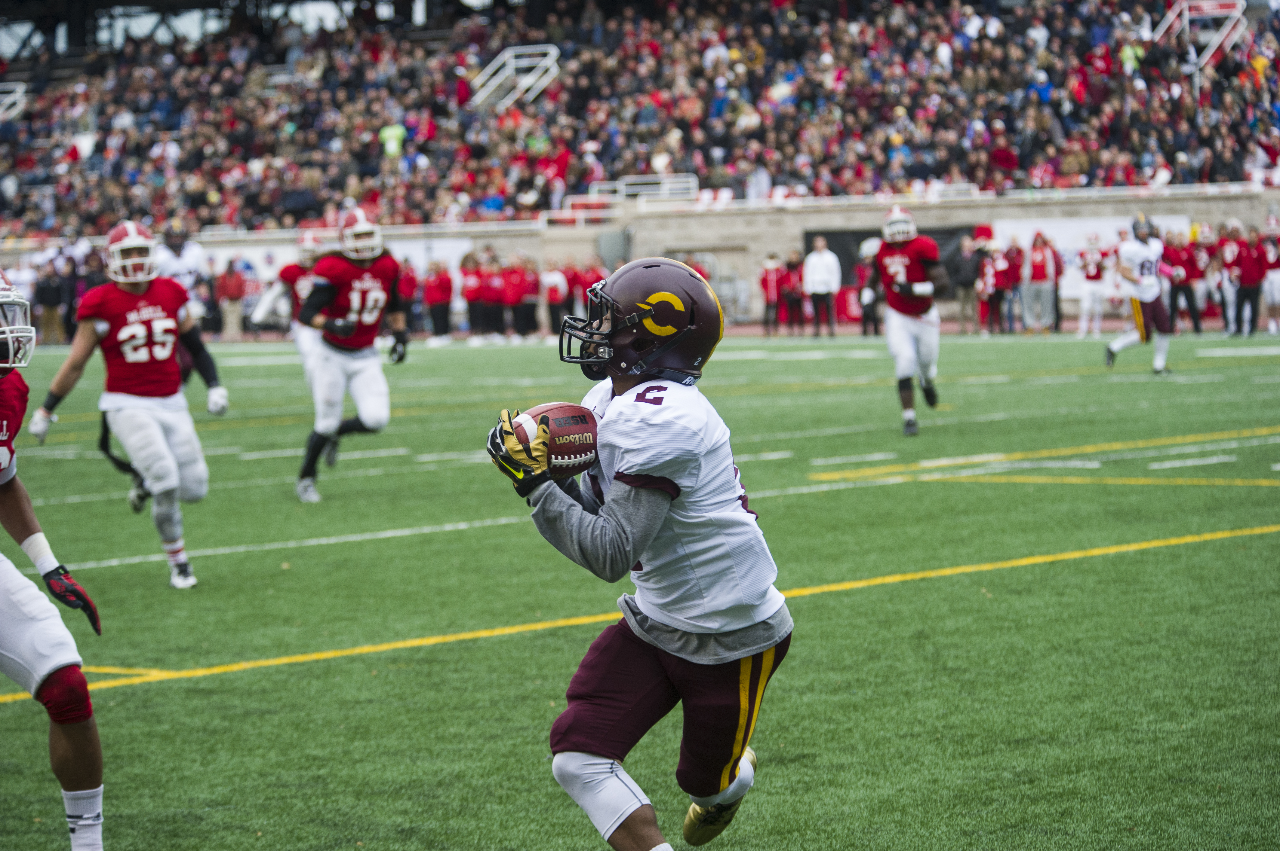 Justin Julien catches a pass from Quarterback Trenton Miller. Photo by Andrej Ivanov.
