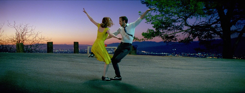 Sebastian (Gosling) and Mia (Stone) are two happy-go-lucky dreamers in a world that forgot how to dream.