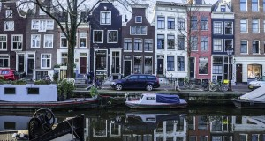 Traditional Houses on Spiegelgracht near the Rijksmuseum. Photo by Elisa Barbier
