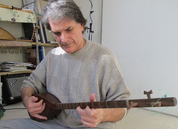 Portrait of musician and ethnomusicologist, Rob Simms playing the tanbur. Photo courtesy of Rob Simms