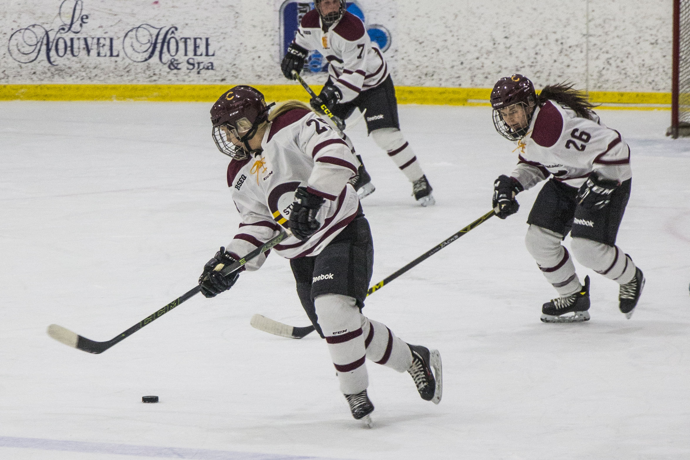 Forward Keriann Schofield receives the puck at her own blue line. Photo by Kelsey Litwin.