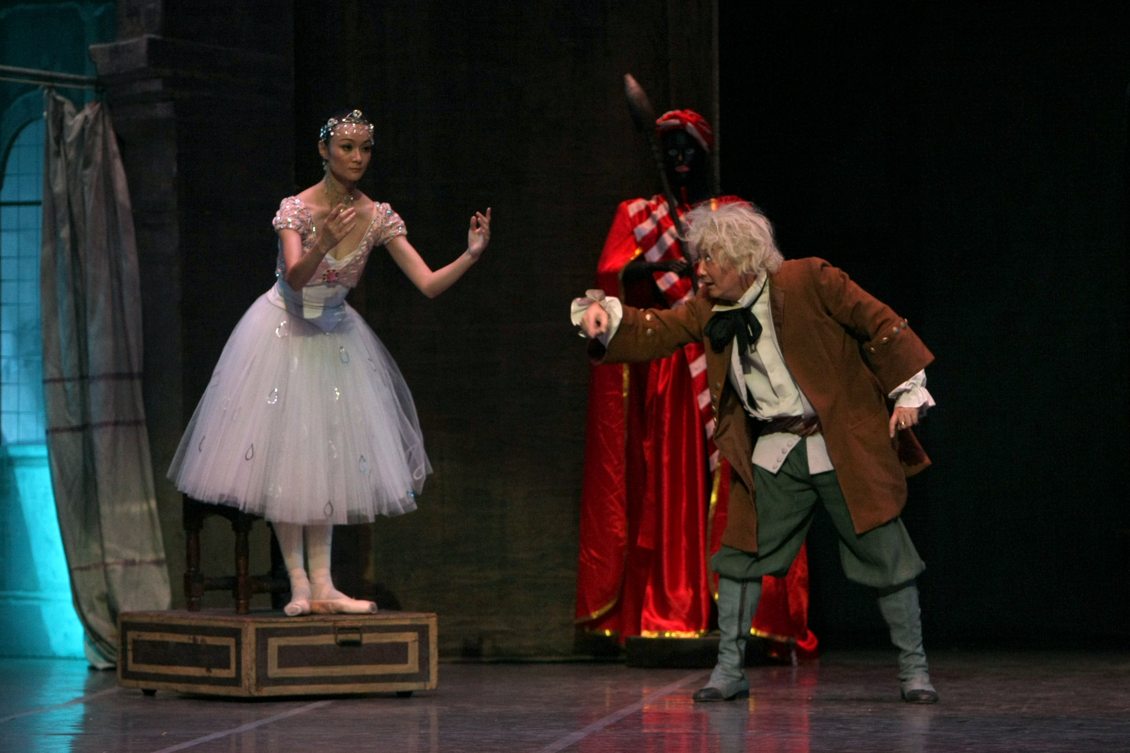ZHONG Min plays Doctor Coppélius, who attempts to bring the doll Coppélia to life. Courtesy of Ballet de Shanghai.