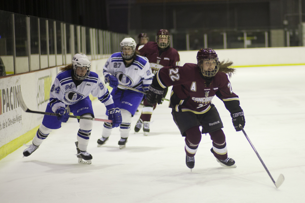 Stingers captain Erica Porter chases the puck down the ice. Photo by Marie-Pierre Savard.