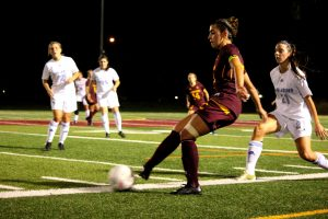 The women's soccer team failed to get their first win against the Carabins.